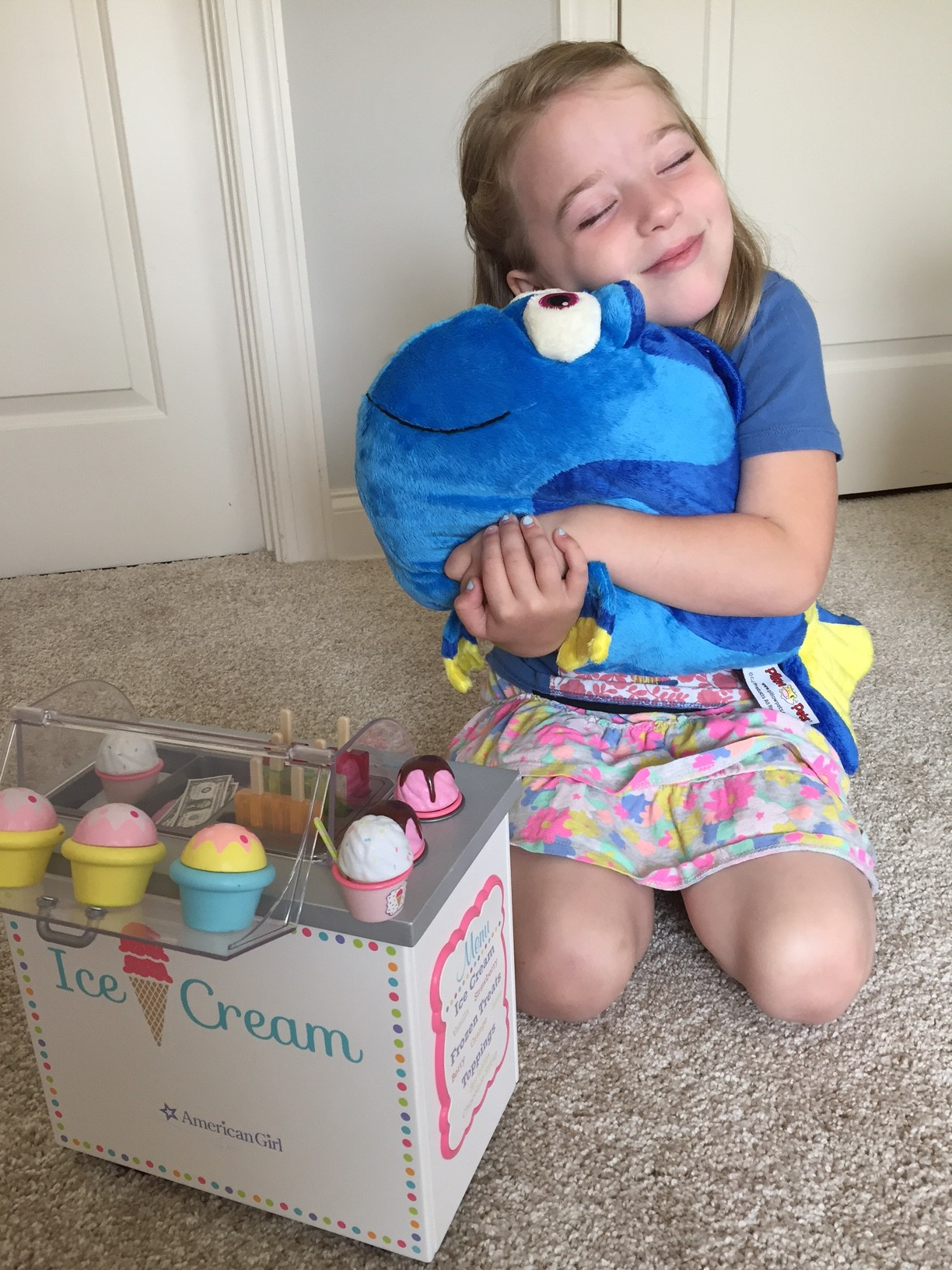 #DisneyKids Flash Playdate. Girl with stuffed Dory character.